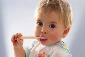 Боротьба з карієсом молочних зубів за допомогою фторлака
