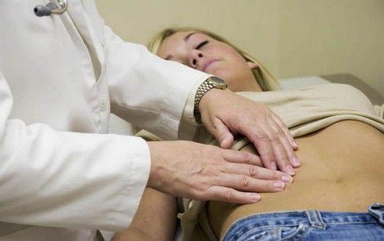 Болить яєчник перед місячними або під час