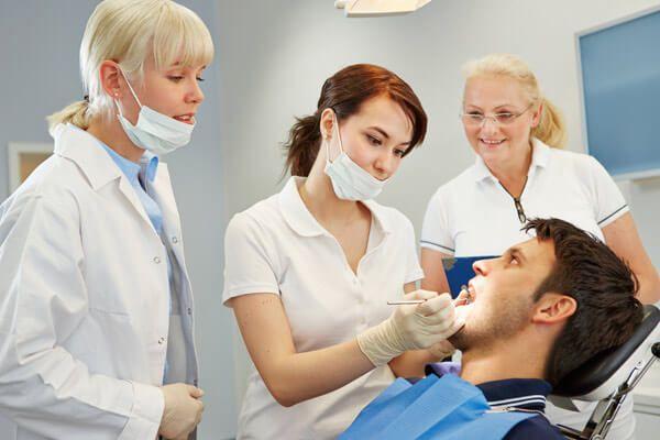 Кому підійдуть зубні протези акрі фрі?