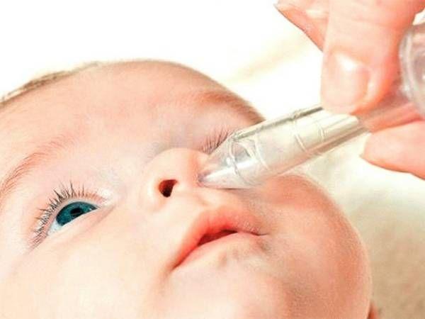 Лікування нежиті у дитини в 1 рік аптечними і народними засобами