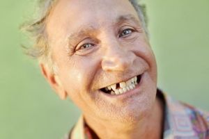 Вчені встановили залежність тривалості життя людини від кількості зубів